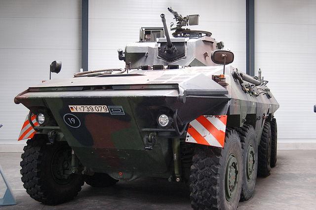 """Spähpanzer 2 """"Luchs A2"""", Urheber Huhu, Lizenz gemeinfrei"""