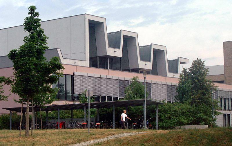 """Wuerzburg University, Lecture Hall, Am Hubland, Urheber Robert Emmerich,  Creative-Commons-Lizenz """"Namensnennung – Weitergabe unter gleichen Bedingungen 3.0 nicht portiert"""""""
